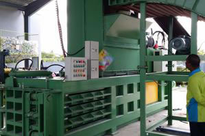 Semi-automatic Balers